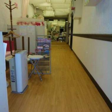| 美容室 床フロアタイル貼り工事 完了