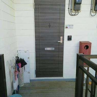 | 玄関ドア ダイノックシート貼り工事 完了