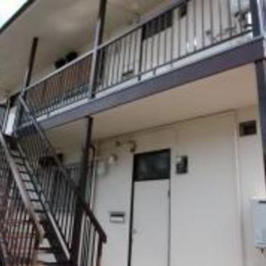 アパ-ト 外壁塗装後 玄関側