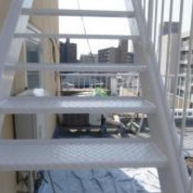 ビル 階段塗装後