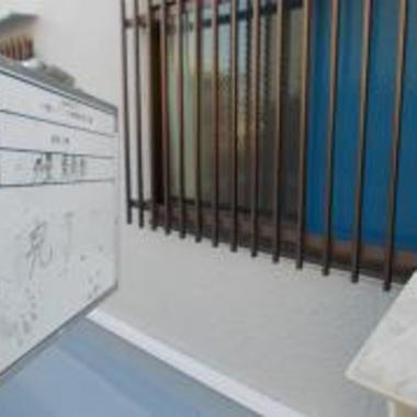 アパ-ト 外壁塗装後 壁アップ画像 2