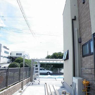 フェンス設置後 敷地奥から道路側