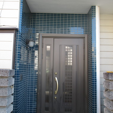玄関タイル貼り替え後