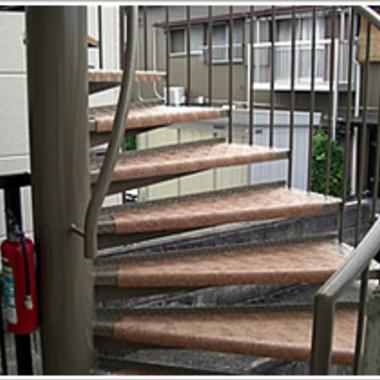  らせん階段塗装後