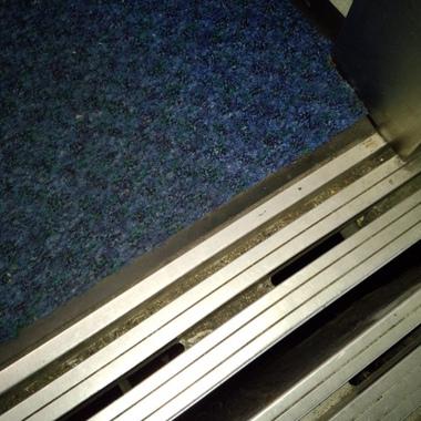 | エレベーター 除塵マット設置完了