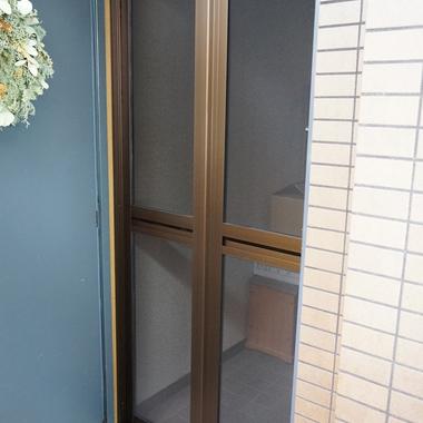 | 玄関網戸 オーダーサイズ変更作業完了 1