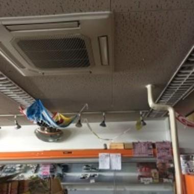 | 天井付き業務用エアコン故障修理作業中 2