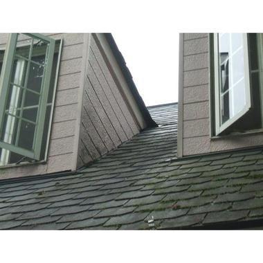屋根の腐食部分を張替えて塗装の施工前写真(1枚目)