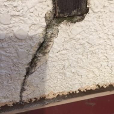 川越市 外壁窓枠雨漏り補修工事の施工前写真(2枚目)