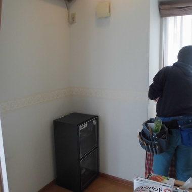 内装修繕 壁の穴 修復完了前