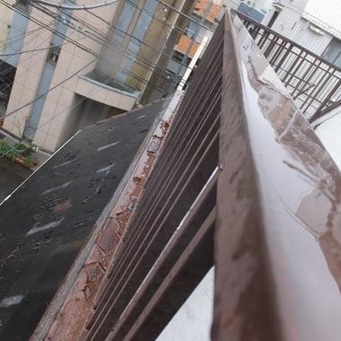 屋根葺き替え 金属剥がれ部分 手すり