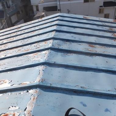 サビのあるトタン屋根