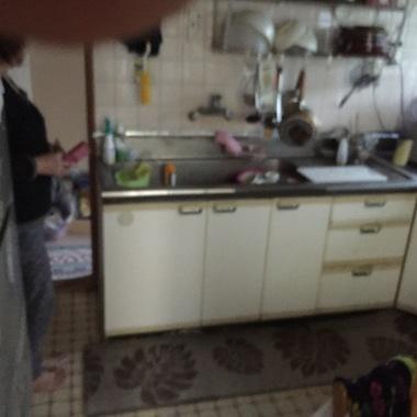 老朽化したキッチン