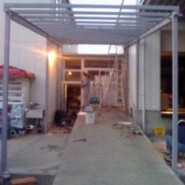 雨よけ設置の施工前写真(1枚目)