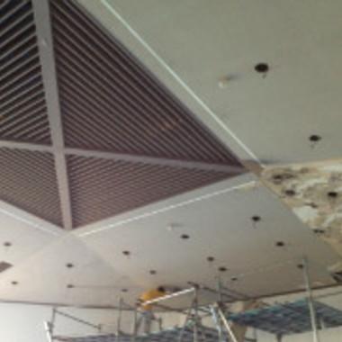 天井補修工事途中