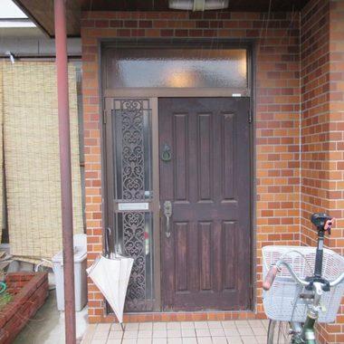 施工前の玄関ドア