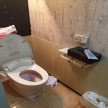 飲食店リノベーション工事 トイレ取付前