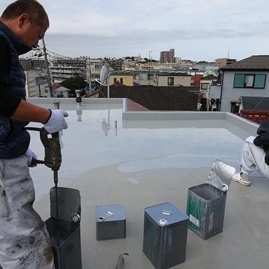 屋上防水工事前 塗装作業