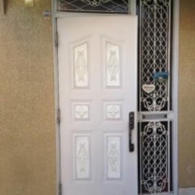 ドア取付・交換外壁塗装前