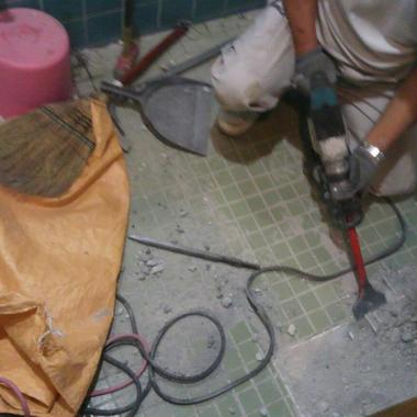和式トイレ→洋式トイレ交換工事 価格24万円(ウォシュレット付き)の施工前写真(1枚目)