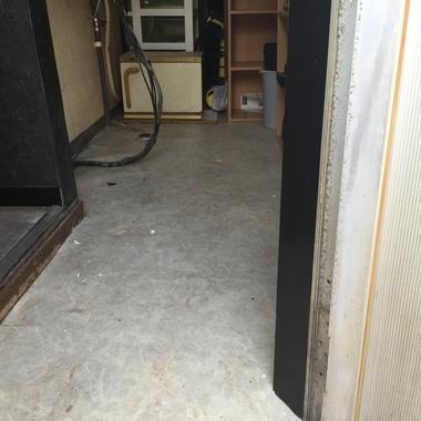 施工前の飲食店舗床面
