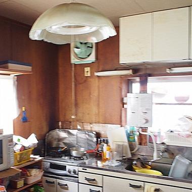 和室・リビング・キッチンを広くし、冬は日の光が差し込む、暖かくて明るい空間になりました。の施工前写真(0枚目)