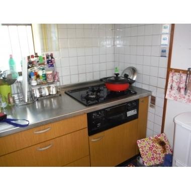 デザイン性と使い勝手と価格のバランスがいいクリナップのキッチンです。の施工前写真(1枚目)