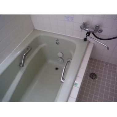 タイル風呂からに断熱性の高いサザナHSに浴室リフォーム。の施工前写真(1枚目)