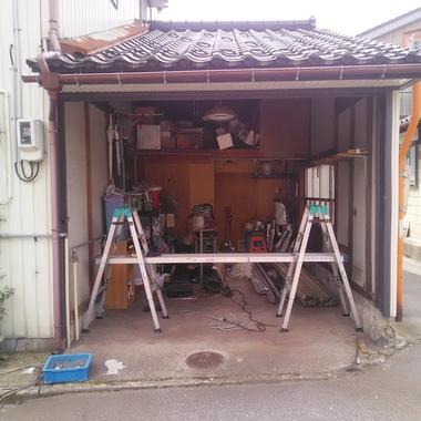 手動軽量シャッター取替工事の施工前写真(1枚目)