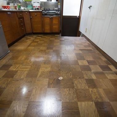 キッチン・フローリング貼りの施工前写真(1枚目)