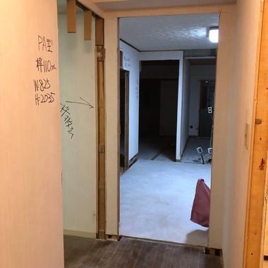 築30年の居住用マンションのリノベーション/リビングを広くとる(間取り変更)/東京都八王子市の施工前写真(1枚目)