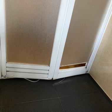 浴室ドア交換工事の施工前写真(1枚目)