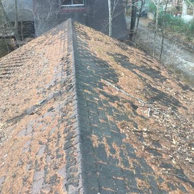 屋根カバー工事の施工前写真(1枚目)