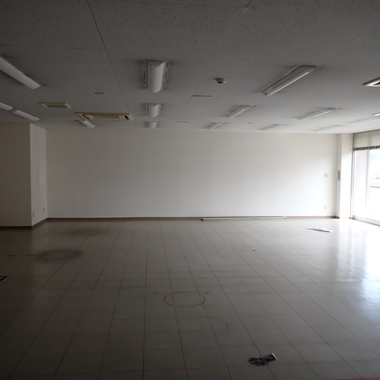 店舗の床全面張替♪の施工前写真(1枚目)
