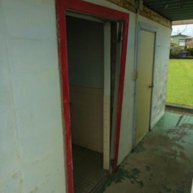 トイレドア交換工事前