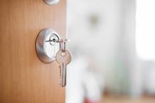 鍵解錠を業者に依頼したときの費用相場は? 紛失時に確認すること