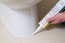 トイレの床からの水漏れの修理方法と料金相場