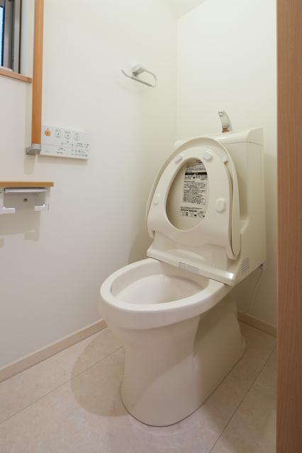 トイレ 水漏れ・つまり   ウォシュレットの取付け方法と料金相場