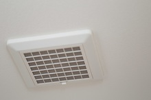 浴室換気扇の交換・修理・取付の費用相場はいくら? DIYの注意点もご紹介