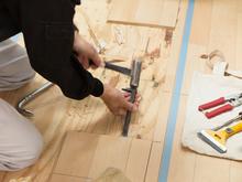 床の修理・補修をするときの費用相場は? 張り替えのポイントも解説