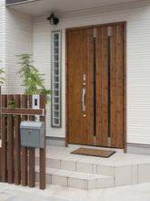 最新セキュリティで家族の安全・安心を守るリクシル門扉「ライシス」