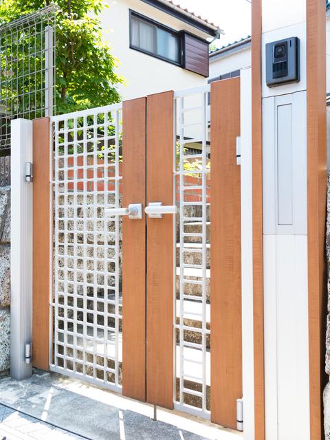玄関 リフォーム   LIXIL門扉の特徴や長所