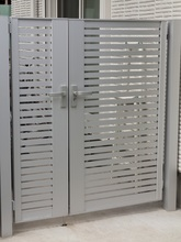 防犯を考えたときに設置したい門扉の機能を解説。 防犯性の高い門扉とは?