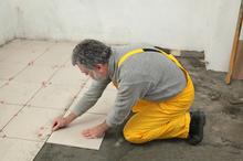 店舗にぴったりの床材はどれ? 床材の種類と費用相場を解説します