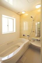 浴室換気扇を使用しているときは窓とドアの開閉が重要になる!