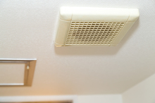 お風呂の換気は24時間するべき? 電気代やメリットについて解説