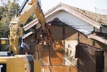 一軒家の解体にかかる費用と少ない予算で行うポイントとは?