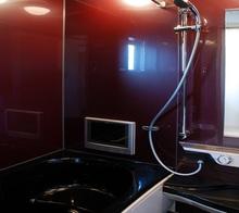 浴室にテレビを設置する費用はいくら? テレビの種類や選び方も解説