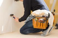 賃貸の壁に穴が開いたときの対処法は? 補修にかかる費用も紹介します