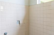 浴室・お風呂の壁はどんな壁材を使えるの? 壁材の種類と費用相場も解説